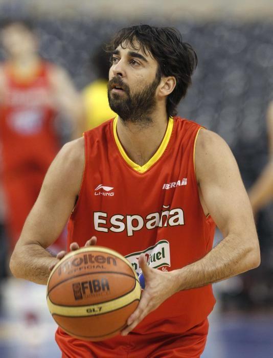Juan Carlos Navarro takes part in a training ...