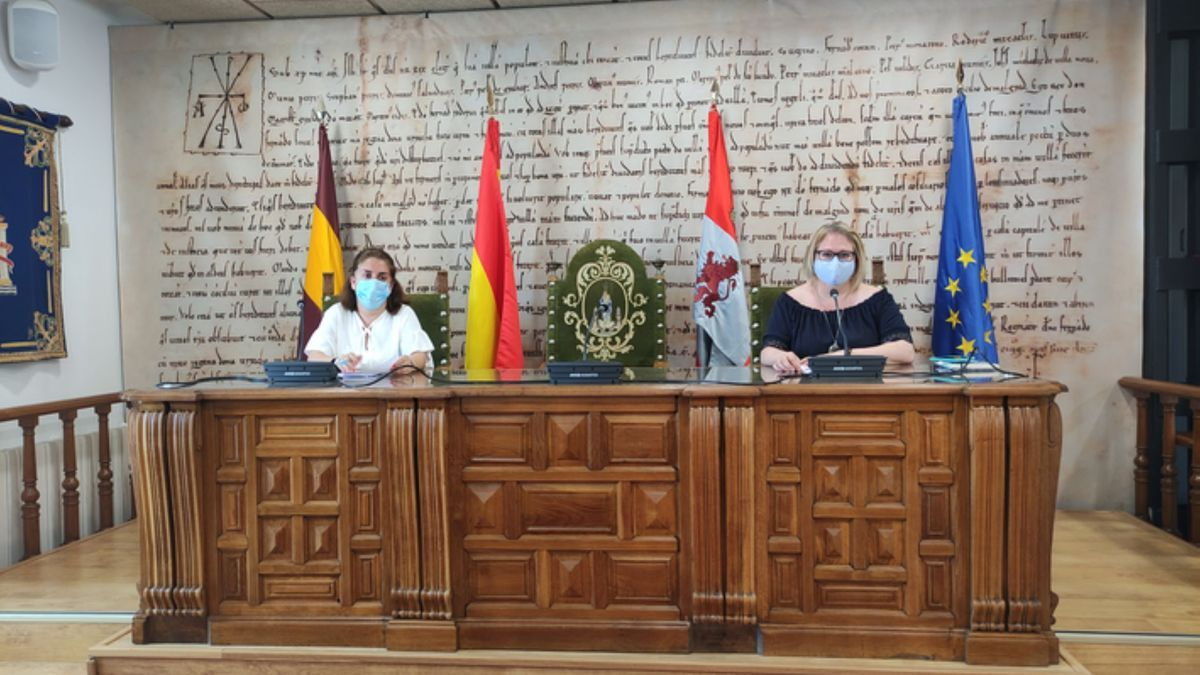 Las concejalas de Juventud (izquierda) y Cultura (derecha) de Benavente, en la presentación. / E. P.