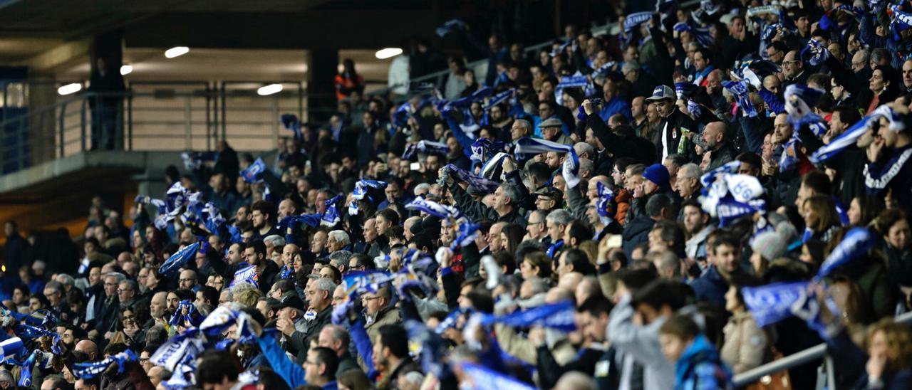 Aficionados del Oviedo en el Tartiere.