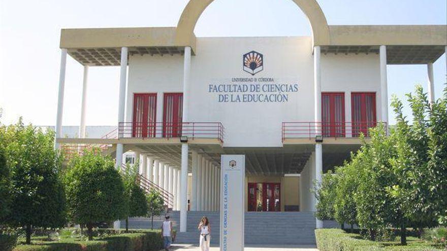 Exposición fotográfica en la Facultad de Ciencias de la Educación