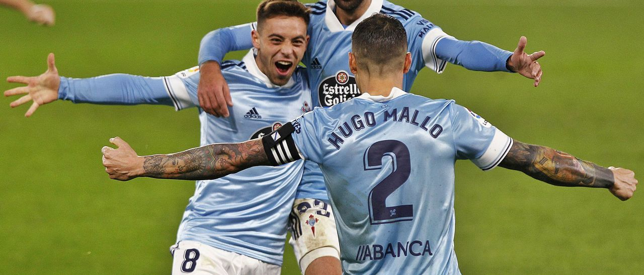 Brais Méndez celebra uno de los cuatro goles del Celta al Cádiz en la reciente visita del equipo andaluz al estadio de Balaídos.   // RICARDO GROBAS