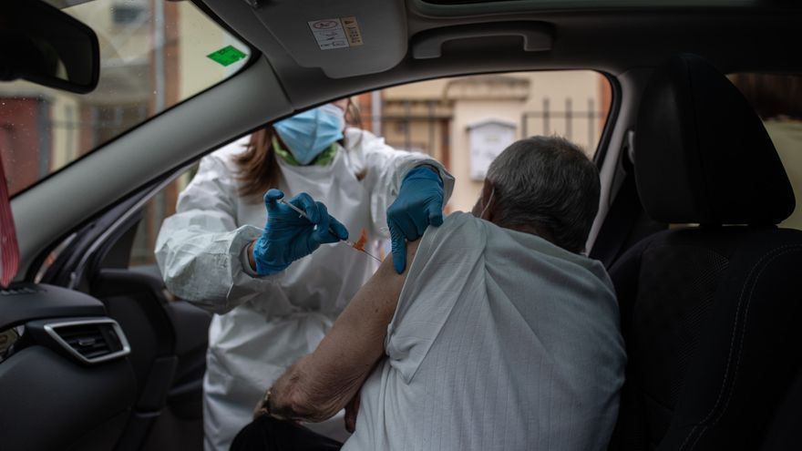 GALERÍA   Así vacunan a los grandes dependientes en Villaralbo