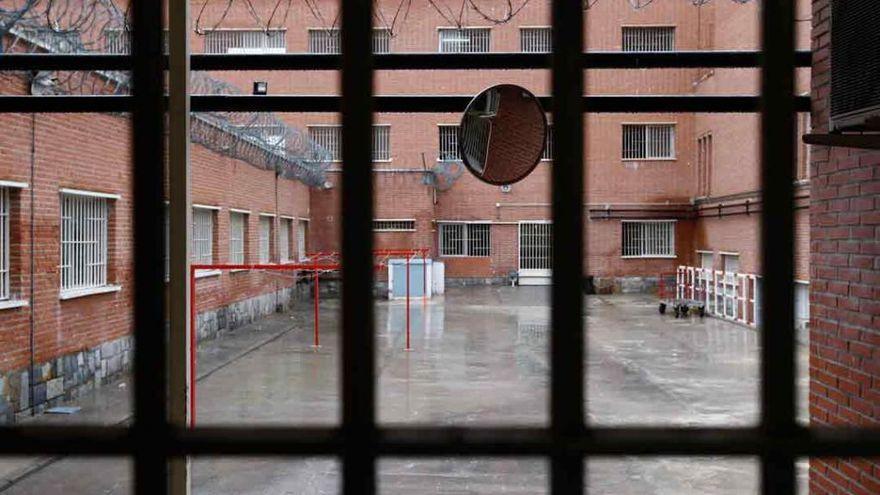 Un preso da una brutal paliza y rompe la nariz a un funcionario en la cárcel de Sangonera
