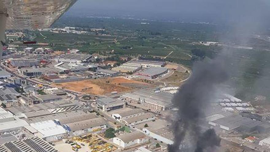 Incendio en la nave de Grefusa en Alzira