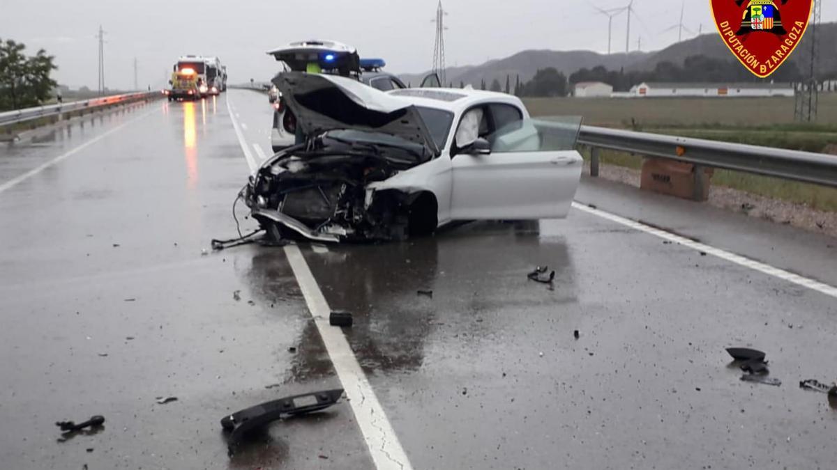 Estado en que quedó el coche en que viajaban las dos últimas víctimas mortales, en la variante de El Burgo.