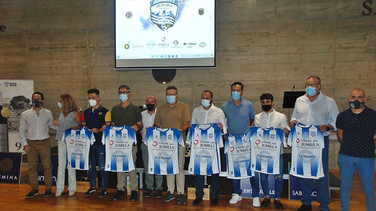 Presentación de la camiseta del 25 aniversario del Club Fútbol Sala Vinos DOP Jumilla. | J.G.