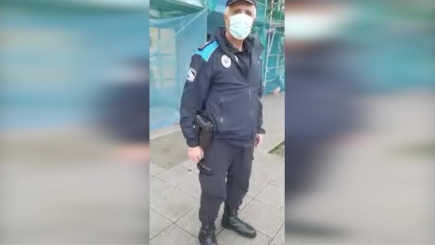 """La discusión entre un hombre y la Policía por no llevar mascarilla: """"Me rijo por la ley natural"""""""