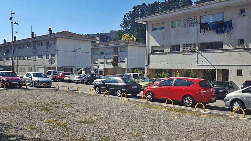 Concello e INVIED acuerdan crear nuevas plazas de aparcamiento para la barriada Virxe do Carme