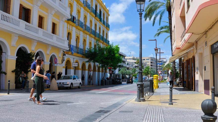 Vecinos de un edificio de Ibiza encuentran un cadáver en el portal