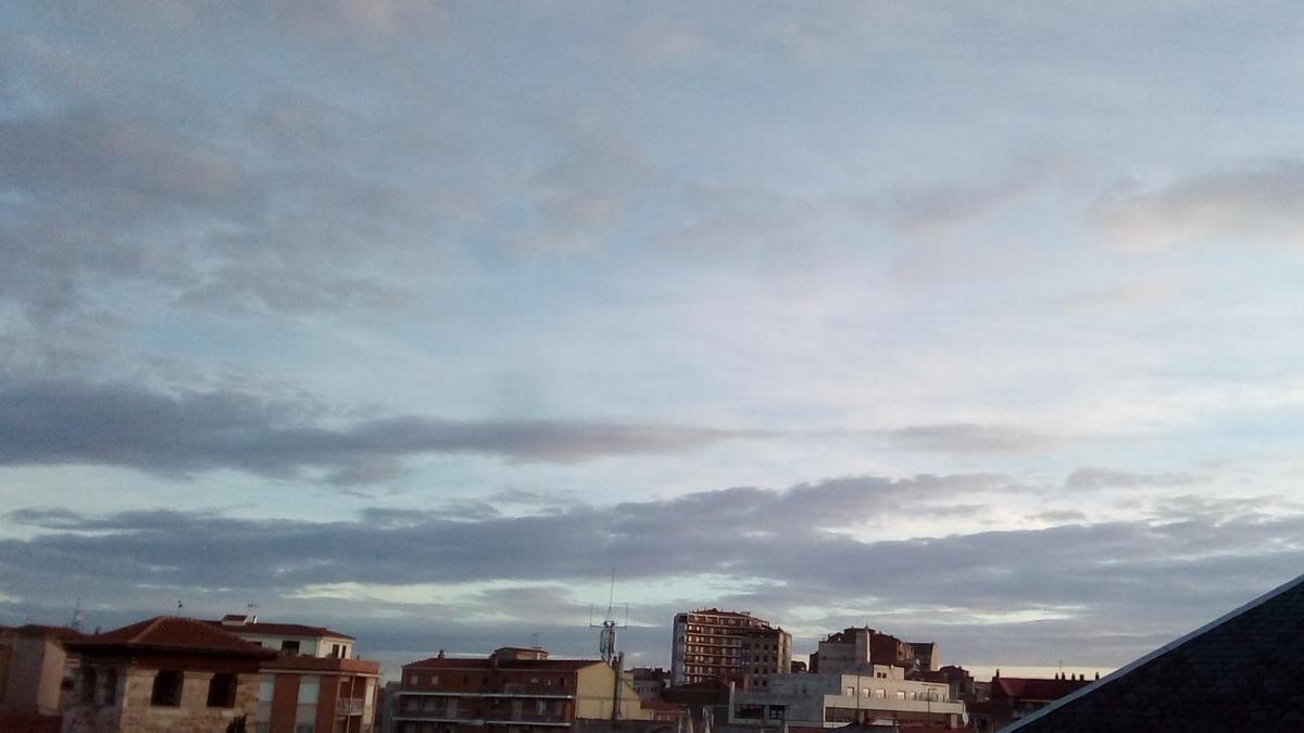 El cielo de Zamora capital, esta mañana de sábado.