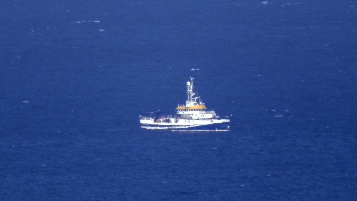 El vaixell 'Ángeles Alvariño' fent tasques de rastreig
