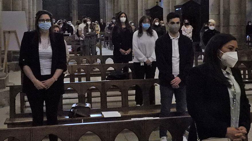 Treinta adultos recibieron el sacramento de la Confirmación