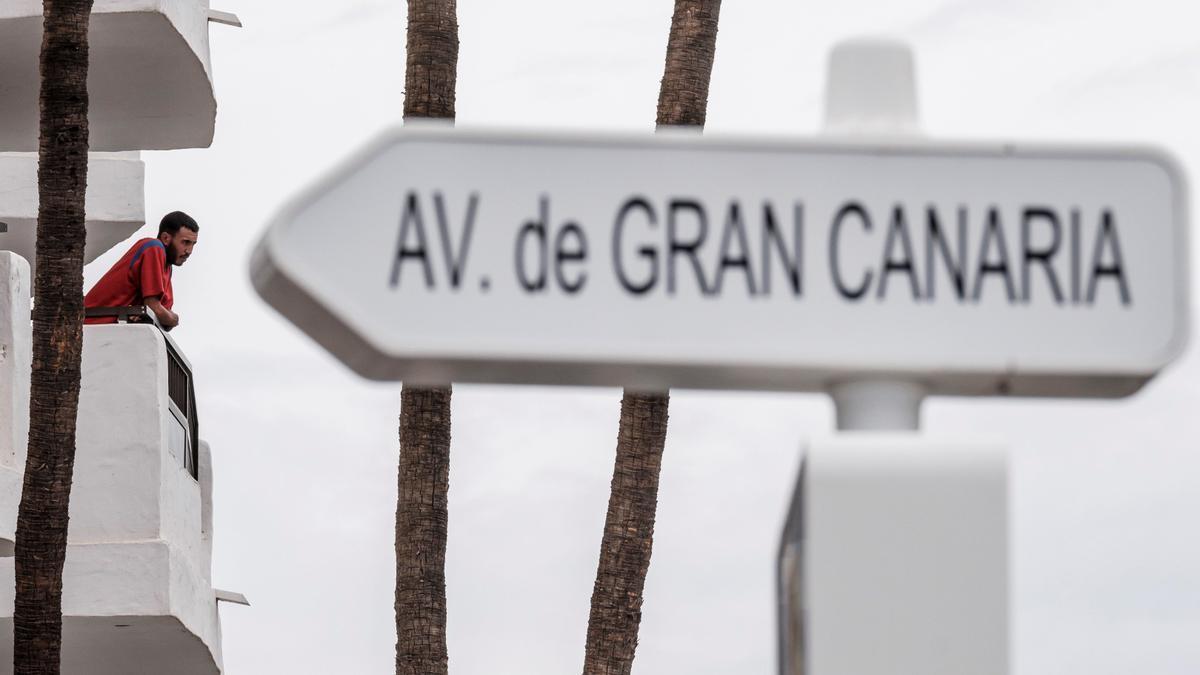 Salvamento rescata al sur de Gran Canaria a 348 personas, entre ellas 2 bebés