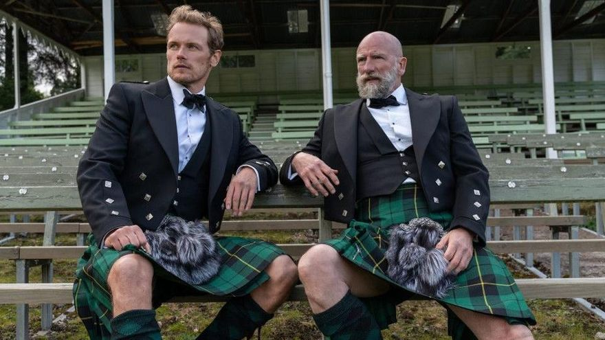 Sam Heughan ('Outlander') torna a posar-se la faldilla escocesa
