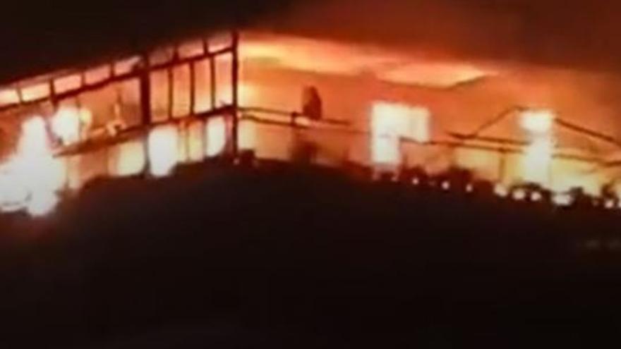 Dos heridos en el virulento incendio de un piso en Benicàssim