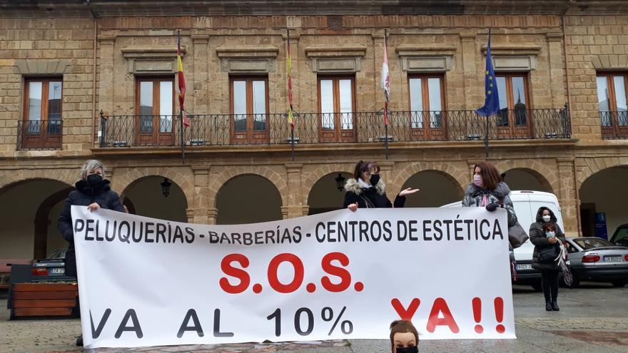 """Peluquerías, barberías y salones de estética de Benavente piden reducción del IVA porque están """"con la soga al cuello"""""""