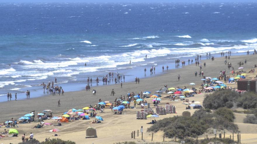 Detenida una mujer por asaltar a un turista de 81 años para robarle en Playa del Inglés