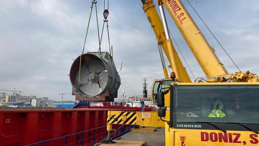 Así fue el complicado embarque de los túneles 'made in Vigo' que llevará un crucero de la Royal Caribbean