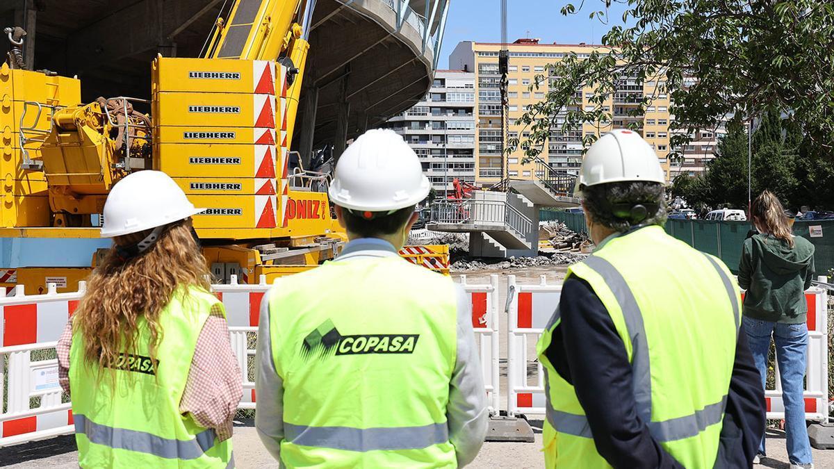 Caballero y Silva, ayer, en su visita a las obras de la grada de Marcador. (2).jpg