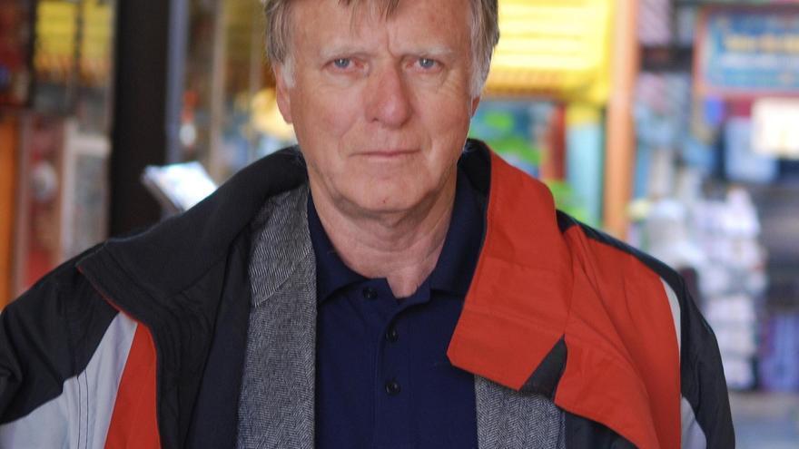 El productor de cine Peter Beale visita Iznájar para presentar su último corto, 'Campos secretos'