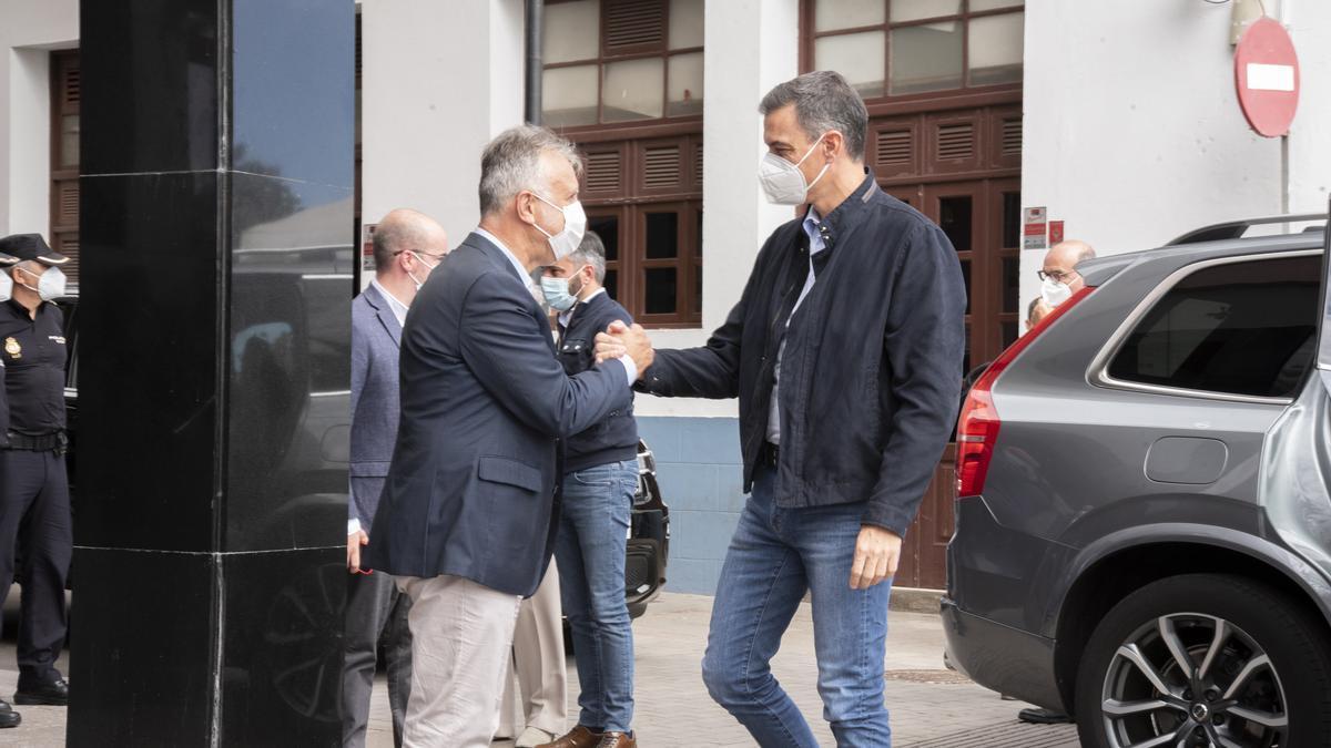 Ángel Víctor Torres y Pedro Sánchez en La Palma.