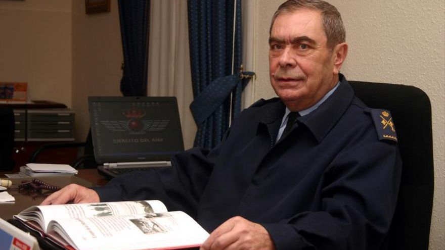 Fallece el general lavianés Bayardo Abós Coto, impulsor del Festival Aéreo de Gijón