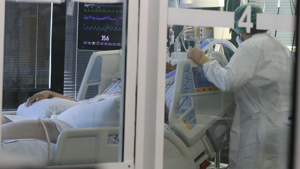 Una habitación con un paciente covid