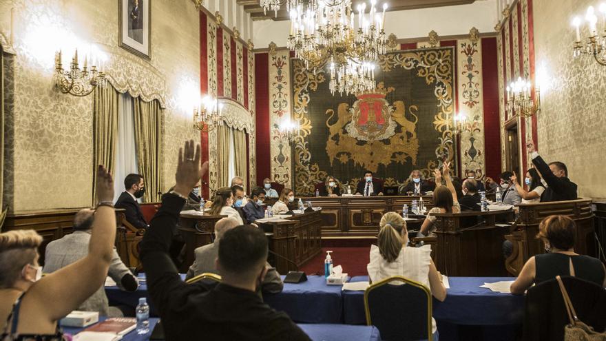"""Los plenos en el Ayuntamiento de Alicante, de nuevo telemáticos por incumplirse la normativa """"anticovid"""""""