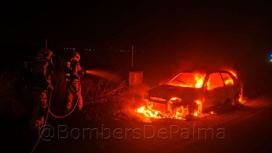 Incendio en un coche abandonado cerca de Son Llàtzer