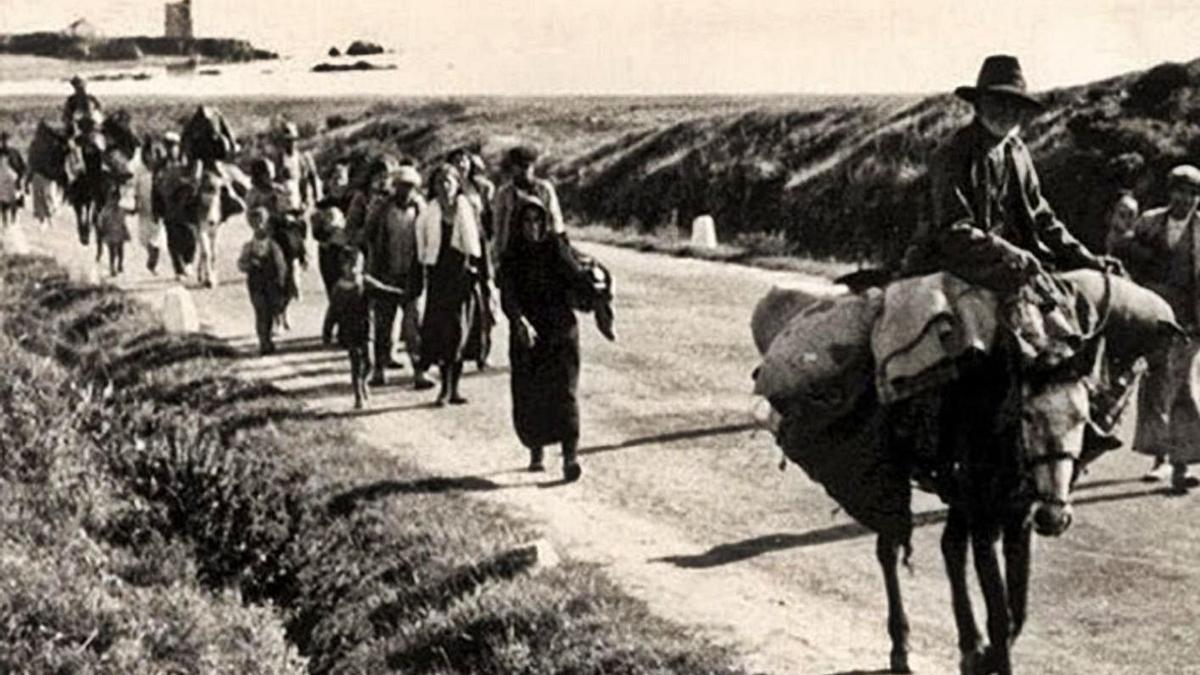 La huida por la carretera de Almería en una de las fotografías que hizo Norman Bethune. | L. O.