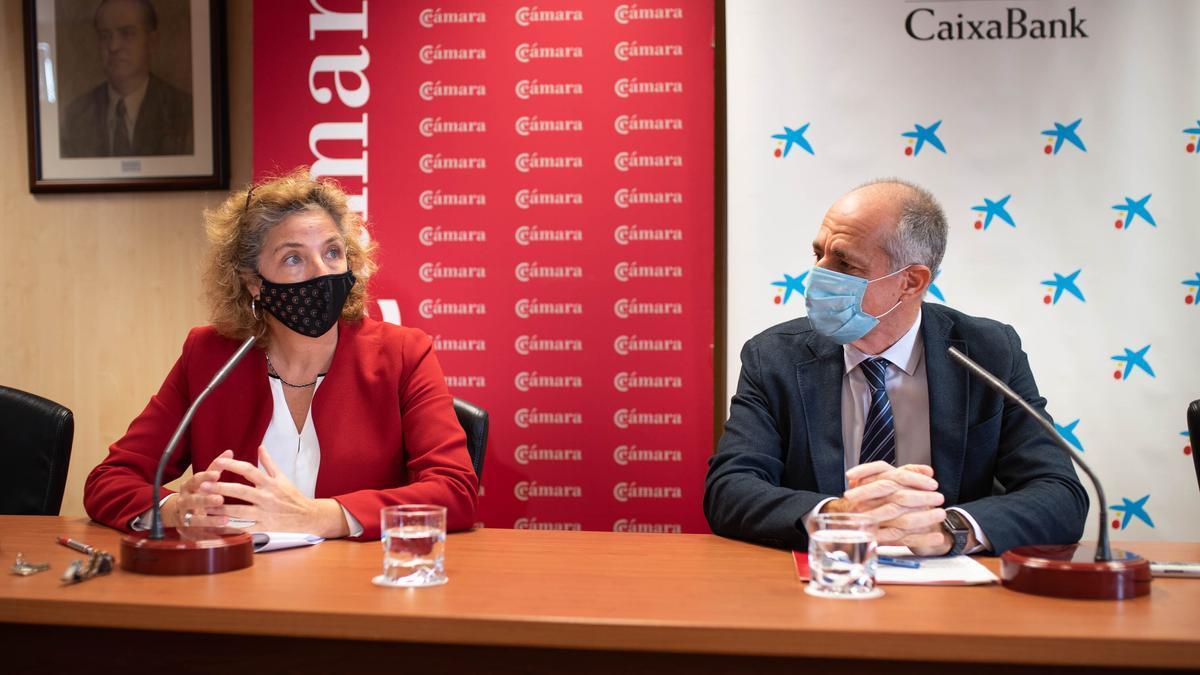 La directora de la Cámara, Lola Pérez y su presidente, Santiago Sesé