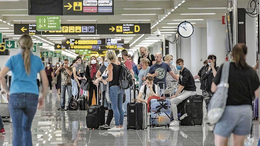 """La UE sitúa a Mallorca en la """"zona roja"""" de contagios que exigirá una PCR para viajar"""