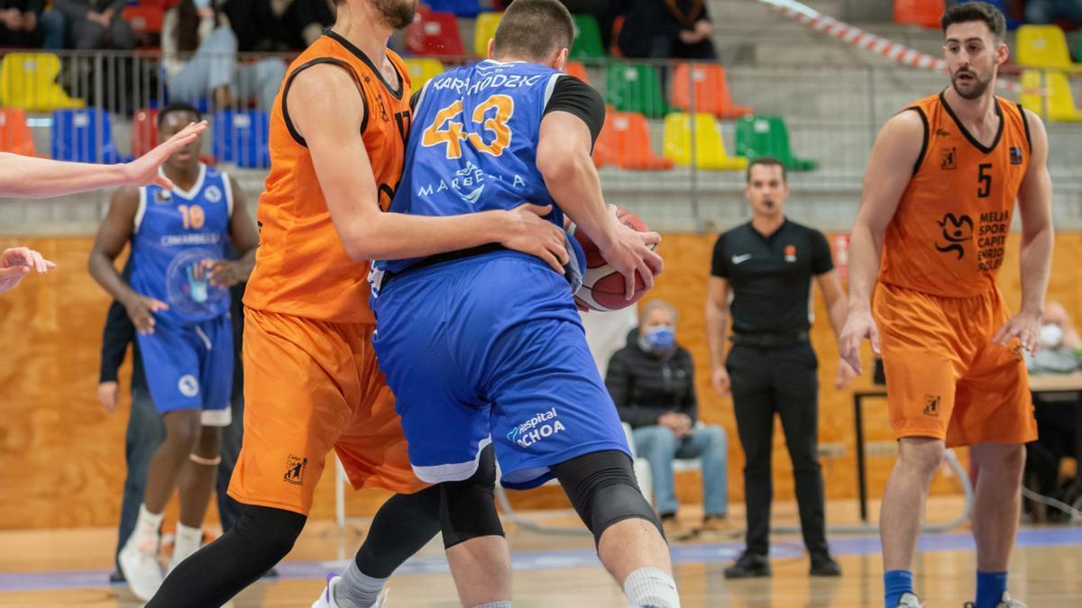 Kenan Karahodzic, el pívot serbio, en el partido de la primera vuelta ante el CAM Enrique Soler