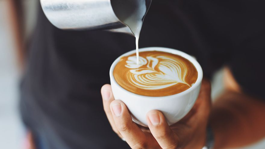 El número de vasos de café que debes beber como máximo al día para no tener problemas internos