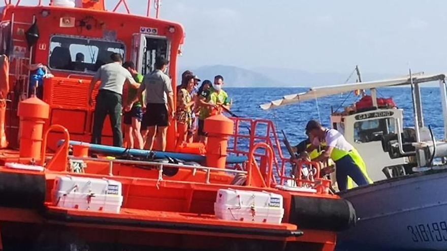 Rescatados en Ibiza cinco turistas a la deriva que pasaron la noche agarrados a una tabla de paddle surf