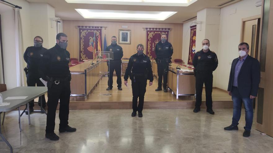 El Ayuntamiento de Aspe felicita a siete agentes por suplir las bajas de covid-19 de la plantilla