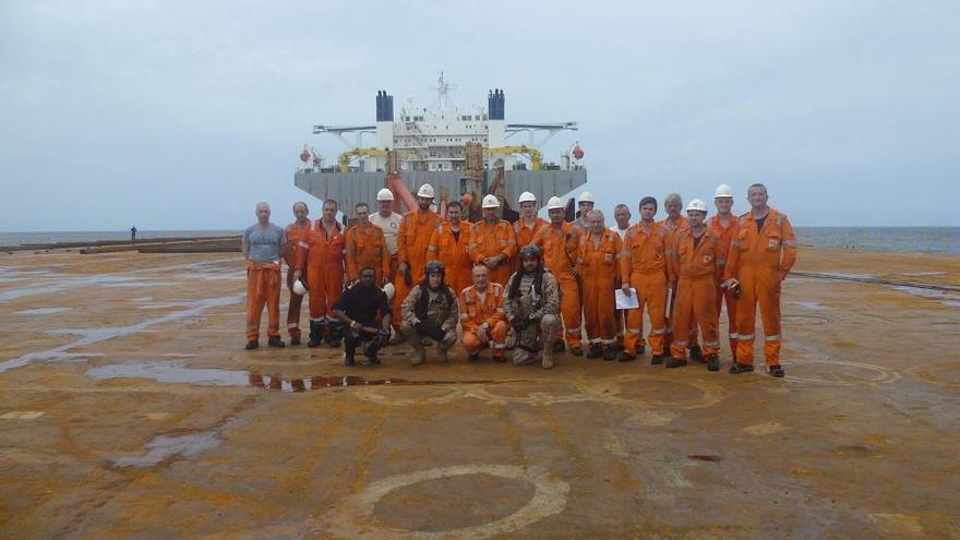 """El patrullero español """"Serviola"""" libera un buque maltés secuestrado por piratas en el Golfo de Guinea"""