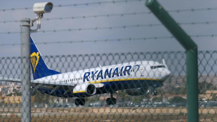 Un avión de Ryanair, obligado a regresar al aeropuerto por un problema técnico