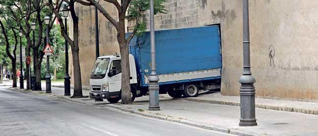 Imagen del camión que en los últimos días se ha llevado obras de Sant Jeroni.