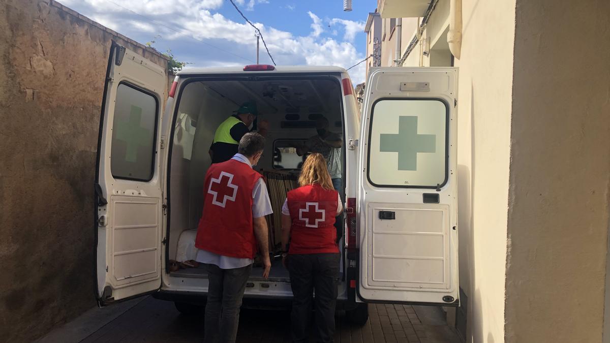Santpedor ha cedit material de l'antiga residència a la Creu Roja Manresa