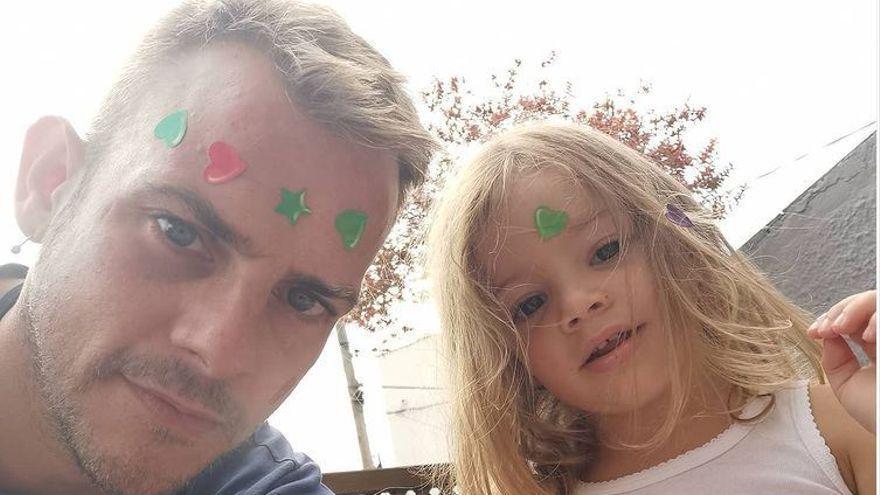 """El conmovedor gesto de Bruna, la hija del fallecido Álex Casademunt: """"Ahí está papá"""""""