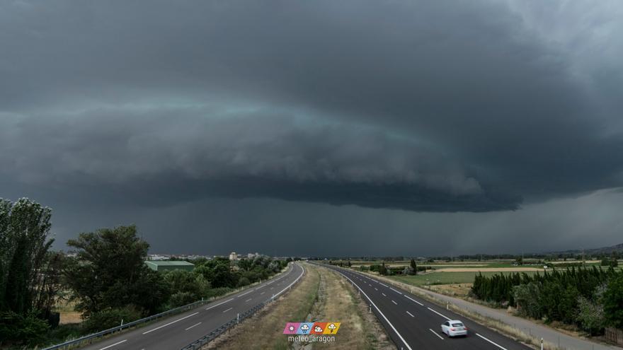 Las tormentas barren Aragón y dos personas mayores han tenido que ser rescatadas