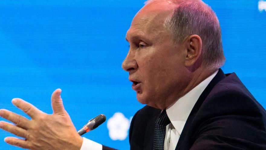 """Putin califica de """"locura"""" las acusaciones a Rusia por el caso Skripal"""