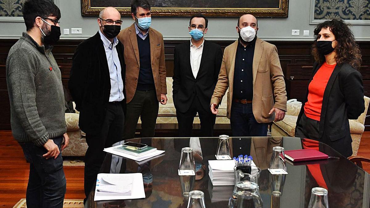 Los representantes de BNG y PSOE en la comisión de seguimiento del acuerdo de investidura. |   // VÍCTOR ECHAVE