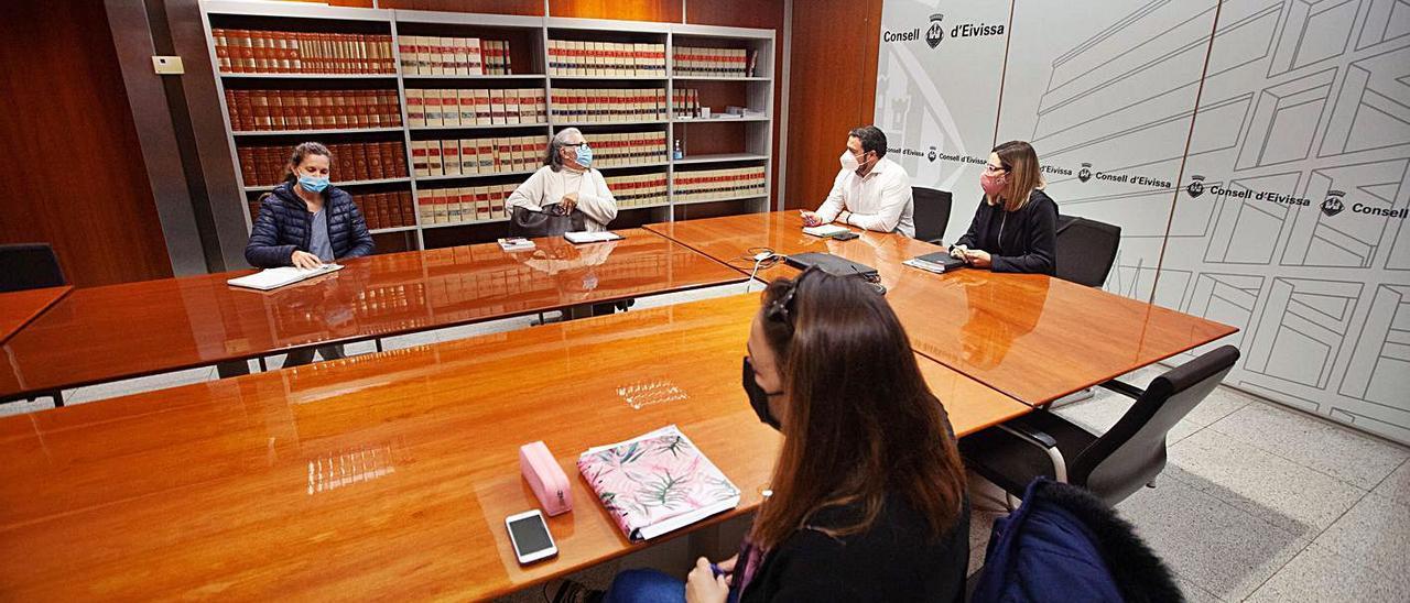 Reunión de la Fundación Conciencia, el pasado martes, con el Consell de Eivissa.  |  VICENT MARÍ