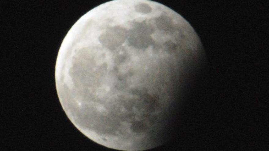 Un eclipse lunar será visible este martes desde España