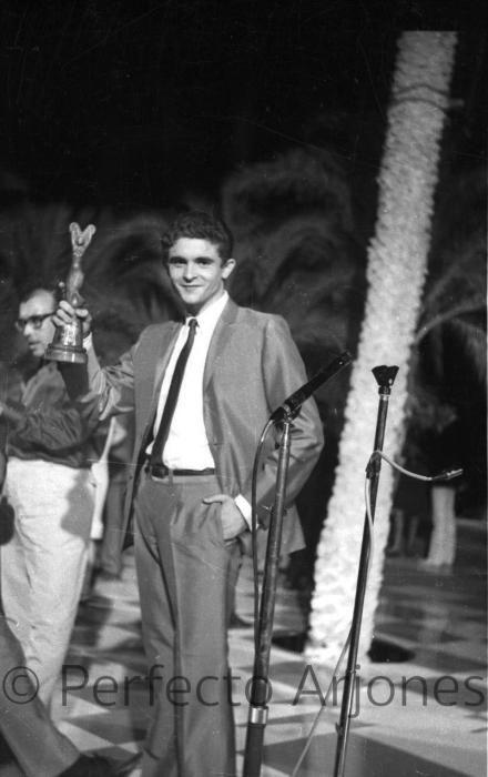 JOSÉ ANGEL GUIRAO COMO PARTICIPANTE EN EL FESTIVAL DE BENIDORM, JULIO 1966.
