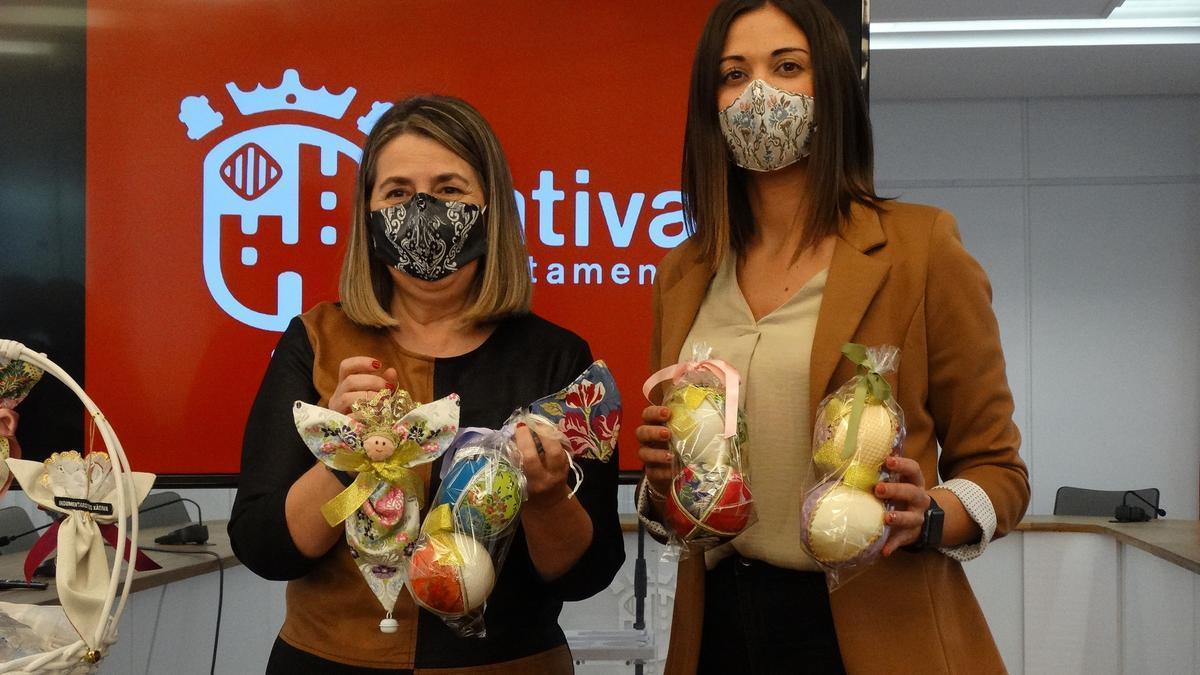 Lanzan mascarillas y adornos navideños con tela de fallera para ayudar a la lucha contra el cáncer