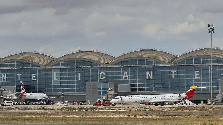El aeropuerto roza en el puente las cifras del mejor año turístico de la historia