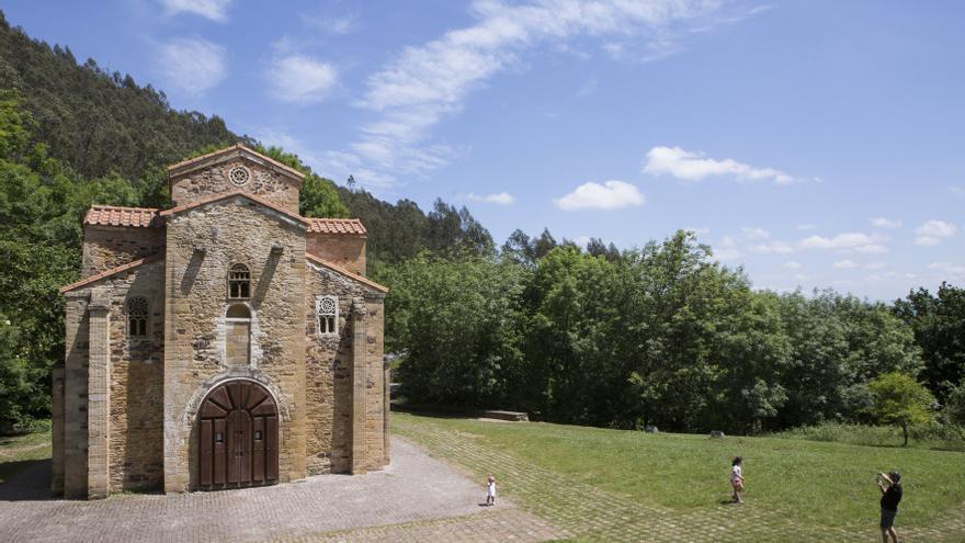 El Principado actuará sobre las humedades de la cabecera de San Miguel de Lillo